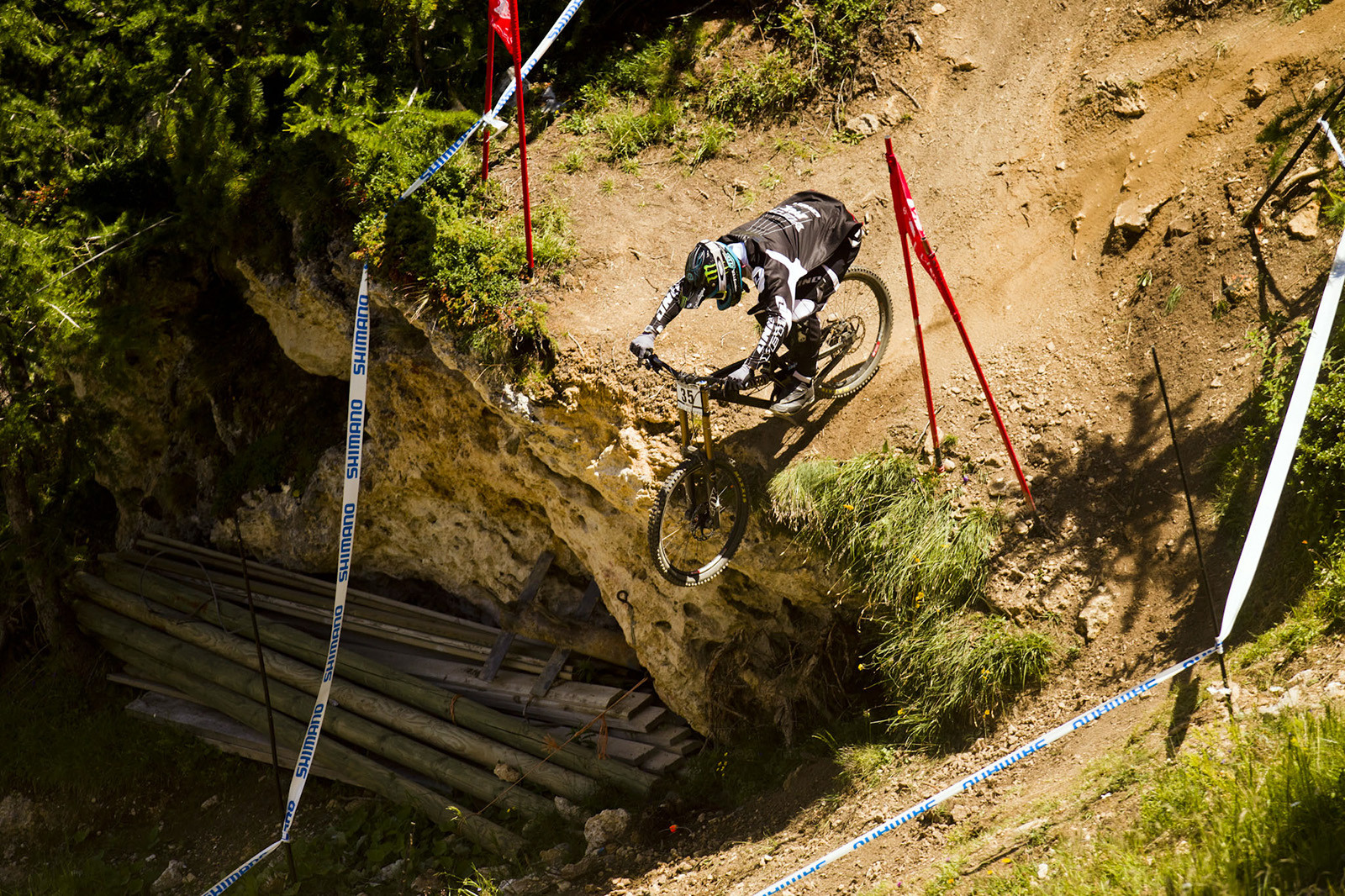 Jared Graves Drops at Val d'Isere - 2012 UCI World Cup, Val d'Isere, France, Day 2 - Mountain Biking Pictures - Vital MTB