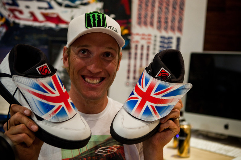 Steve Peat's Custom Five Ten Shoes for World Champs - New Kits and Gear for 2012 World Championships - Mountain Biking Pictures - Vital MTB