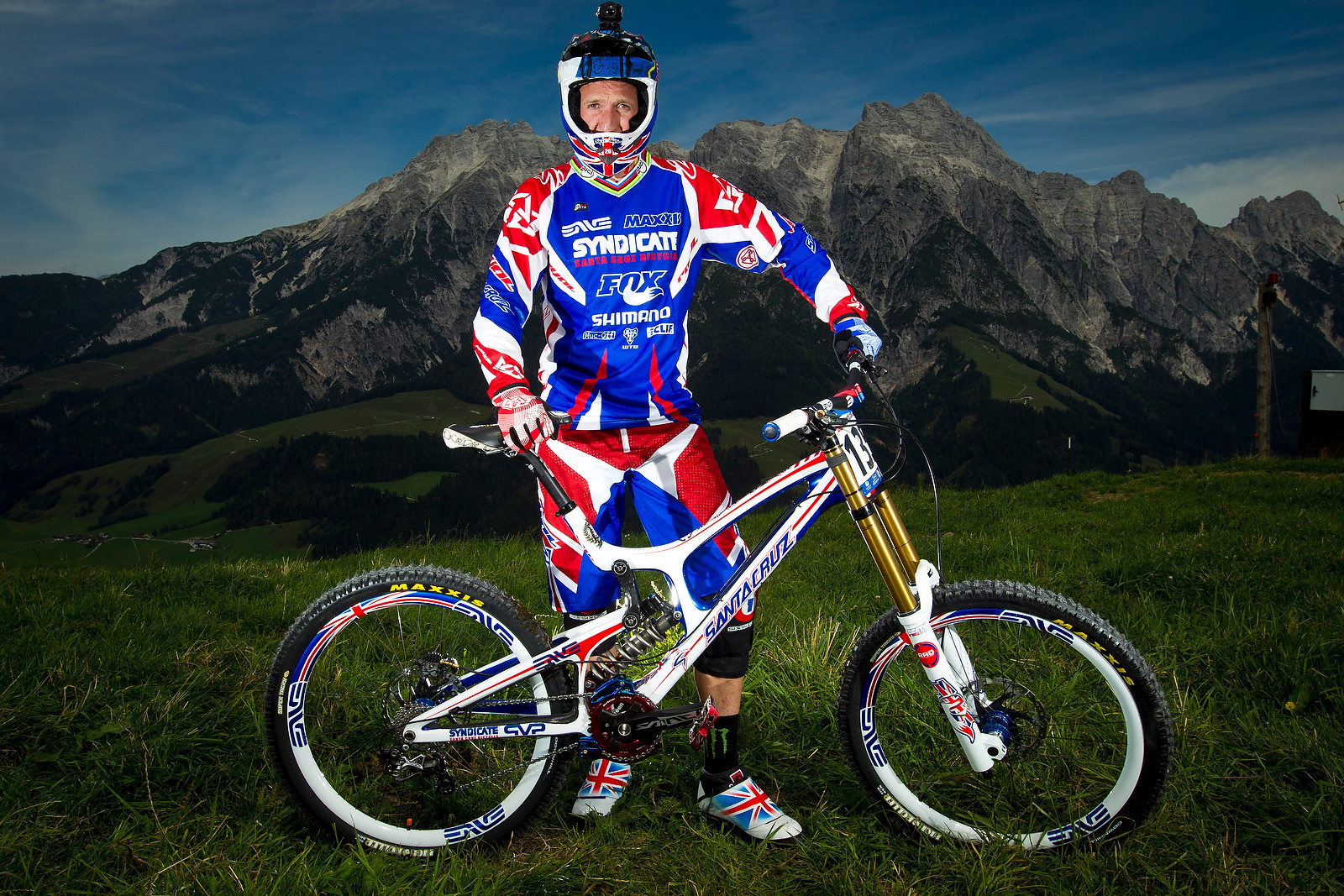 Steve Peat with his Custom Santa Cruz V10c - World Championships Riders and Bikes - Mountain Biking Pictures - Vital MTB