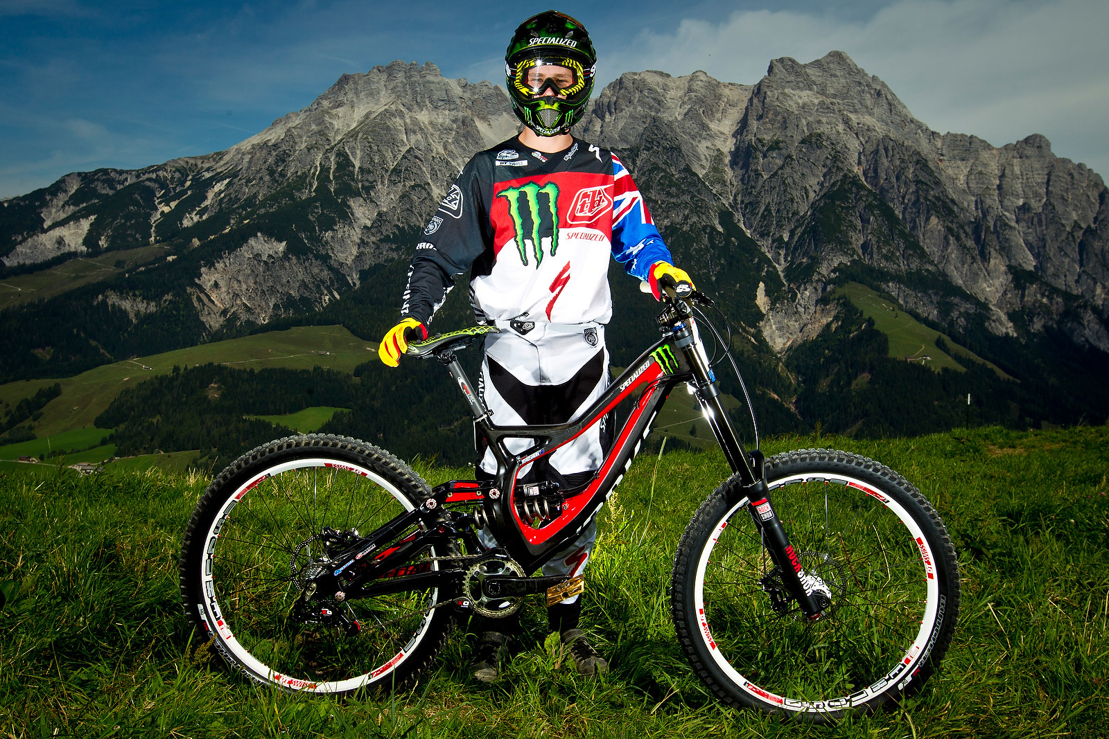 Troy Brosnan with his Specialized S-Works Demo 8 - World Championships Riders and Bikes - Mountain Biking Pictures - Vital MTB