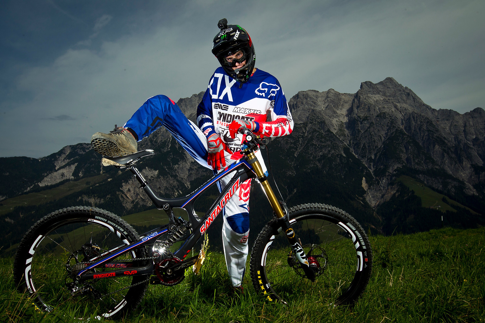 Josh Bryceland Getting a Leg Up - World Championships Riders and Bikes - Mountain Biking Pictures - Vital MTB