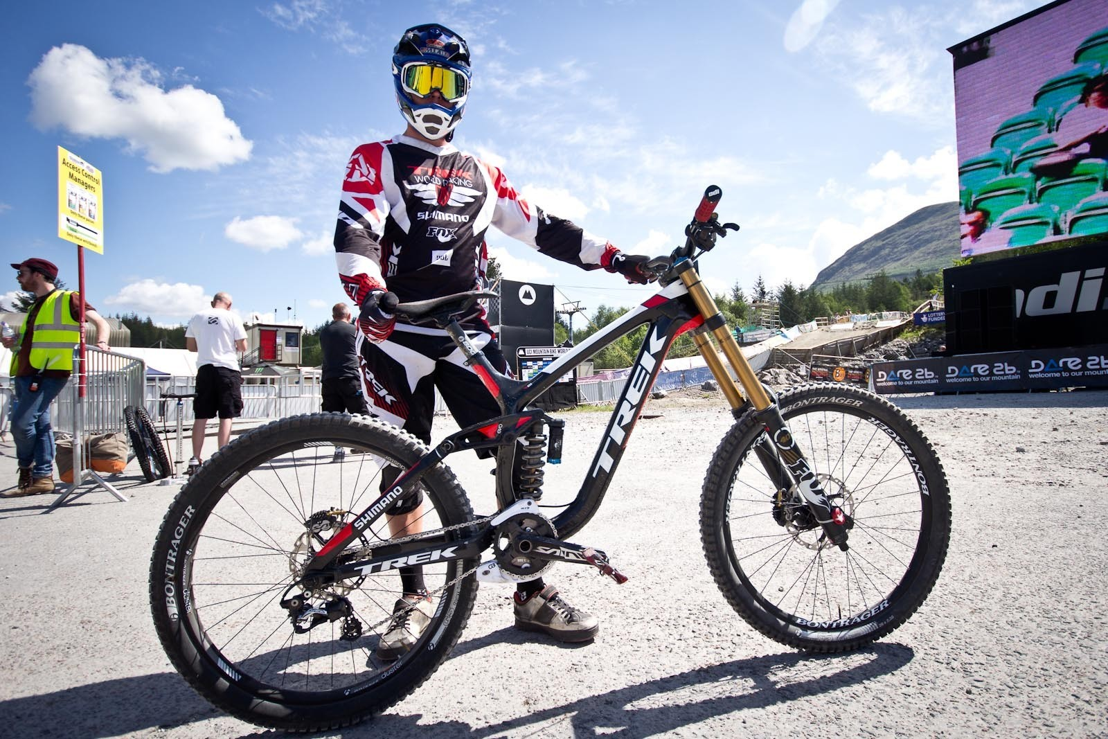 Neko Mulally's Trek Session 9 9 - 24 Pro DH BIkes from Fort William World Cup - Mountain Biking Pictures - Vital MTB