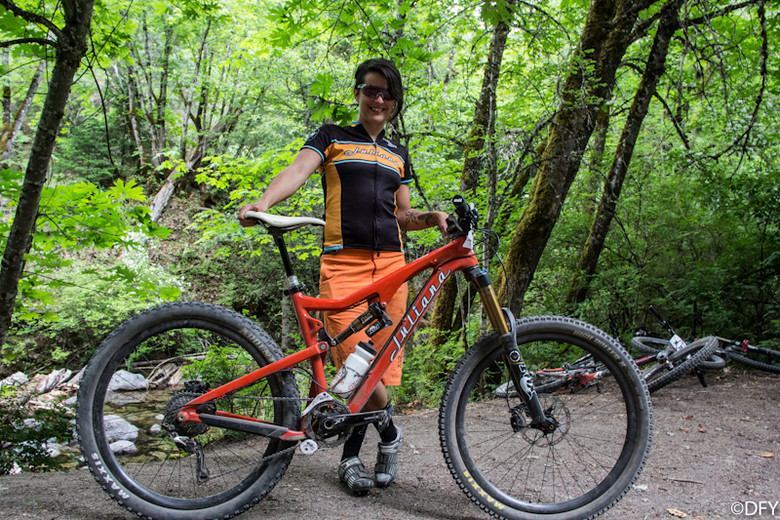 Abigail Hippely with Her Juliana at the Ashland Mountain Challenge - PIT BITS: 2013 Oregon Enduro Series Ashland Mountain Challenge - Mountain Biking Pictures - Vital MTB