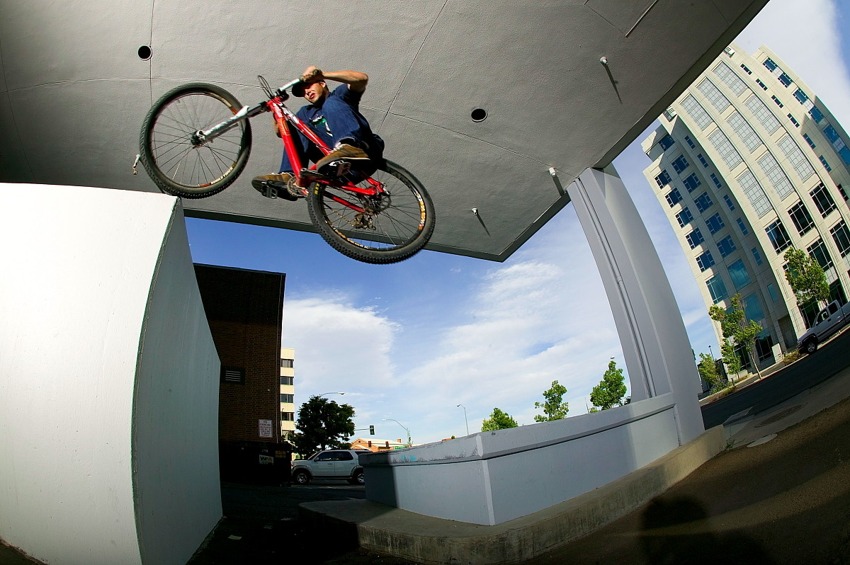 Cam Zink Wheel Bonk, Reno, 2006 - Cam Zink, Pro Rider Photo Gallery - Mountain Biking Pictures - Vital MTB