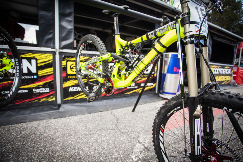 Remi Thirion's Commencal with Data Acquisition System on BOS Suspension at Andorra - PIT BITS: 2013 Andorra World Cup - Mountain Biking Pictures - Vital MTB