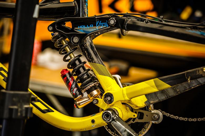 Ben Reid's Manitou Revox Rear Shock - PIT BITS: 2013 Andorra World Cup - Mountain Biking Pictures - Vital MTB