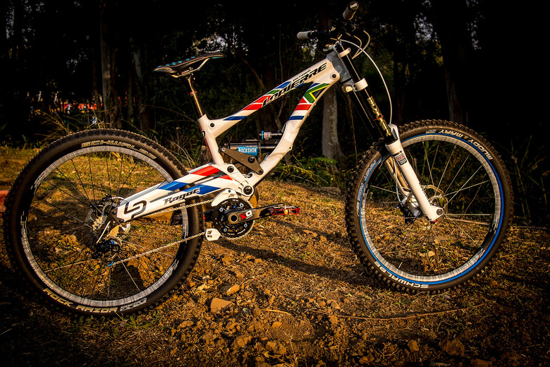 WORLD CHAMPS BIKE - Emmeline Ragot's Lapierre DH 720 - WORLD CHAMPS BIKE - Emmeline Ragot's Lapierre DH 720 - Mountain Biking Pictures - Vital MTB