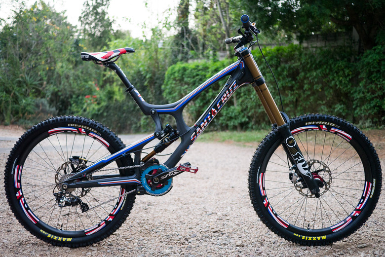 WORLD CHAMPS BIKE: Steve Peat's Santa Cruz V10c - WORLD CHAMPS BIKE: Steve Peat's Santa Cruz V10c - Mountain Biking Pictures - Vital MTB