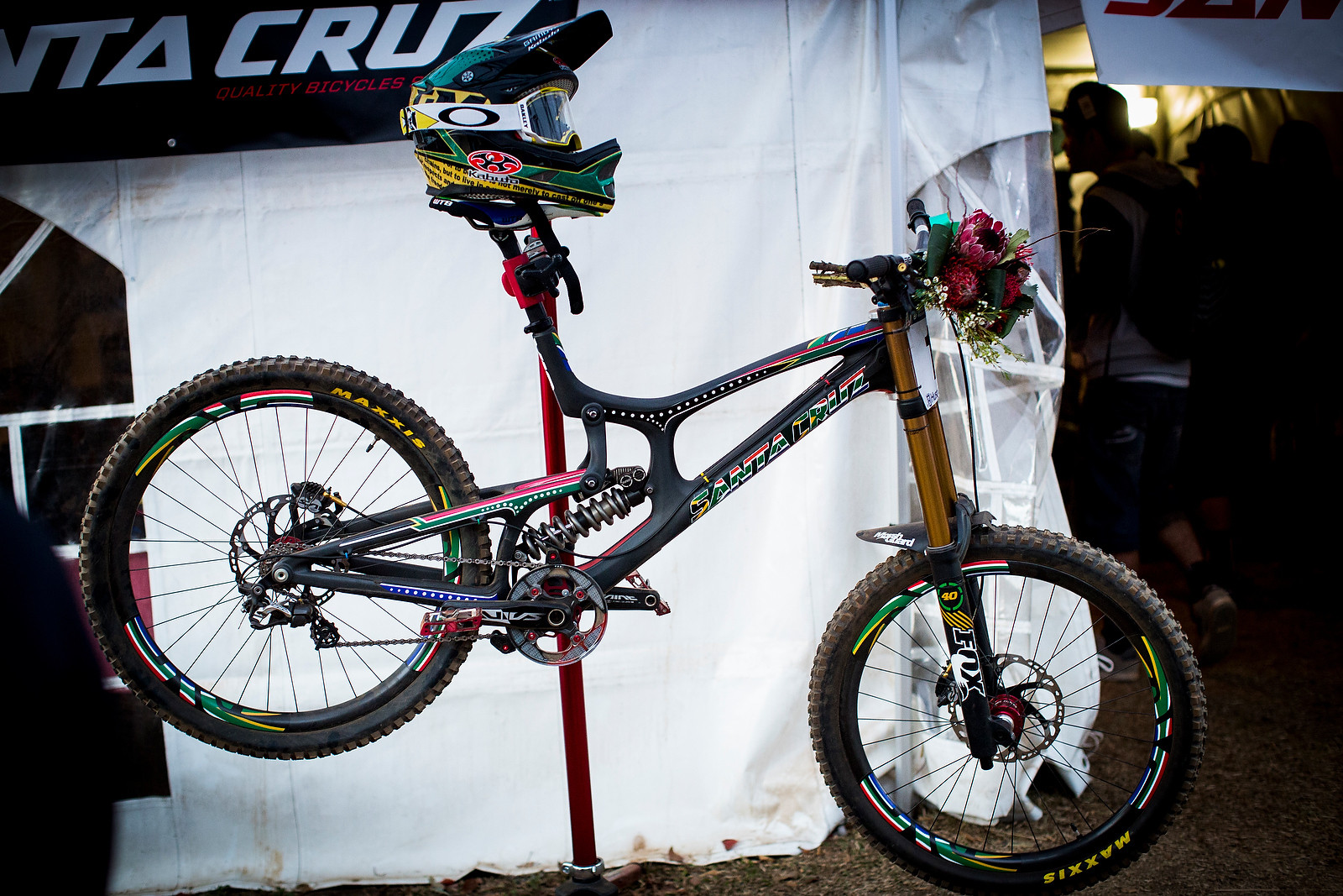 WINNING BIKE: Greg Minnaar's World Champs Santa Cruz V10c - WINNING BIKE: Greg Minnaar's World Champs Santa Cruz V10c - Mountain Biking Pictures - Vital MTB
