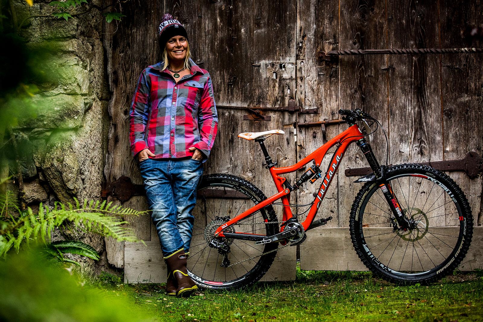 WINNING BIKE: Anka Martin's Custom 150mm-travel Juliana ...