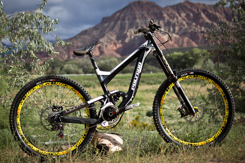 Rampage Pro Bike: Yannick Granieri's Polygon Collosus DH 2.0 - Rampage Pro Bike: Yannick Granieri's Polygon Collosus DH 2.0 - Mountain Biking Pictures - Vital MTB