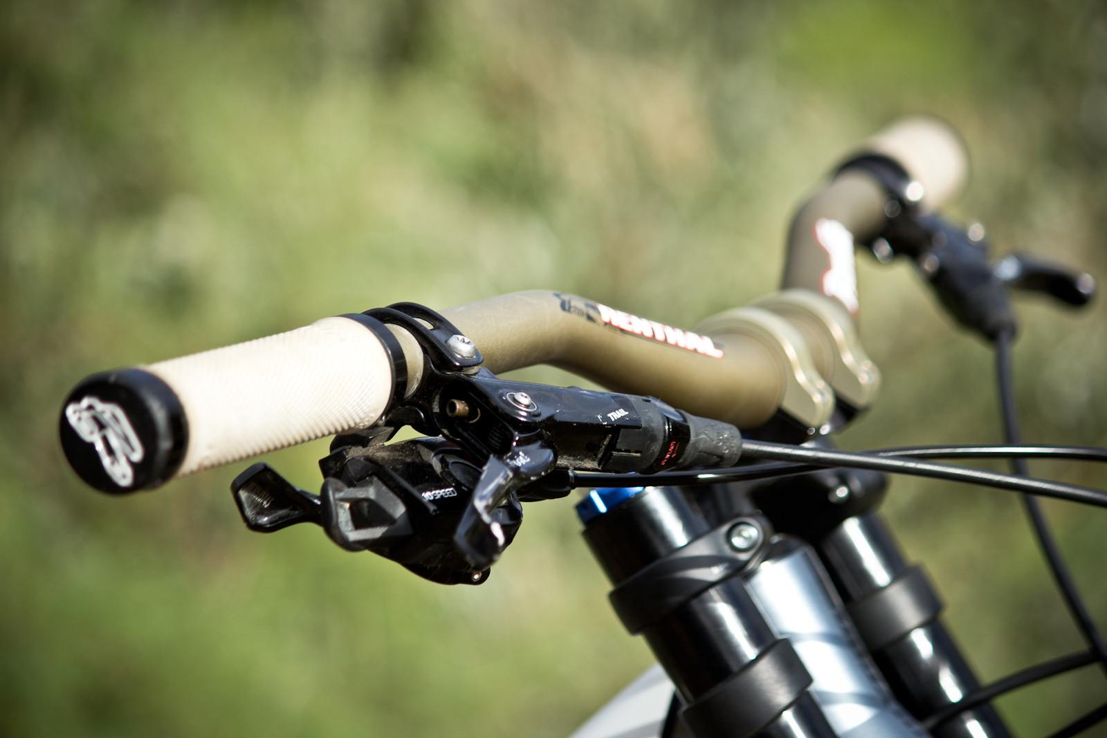 Cockpit Rampage Pro Bike Yannick Granieri S Polygon Collosus Dh