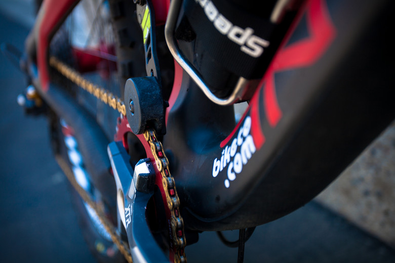 Custom Chainguide on Brian Lopes' Intense Tracer T275 - Pro Bike Check: Brian Lopes' Intense Tracer T275 - Mountain Biking Pictures - Vital MTB