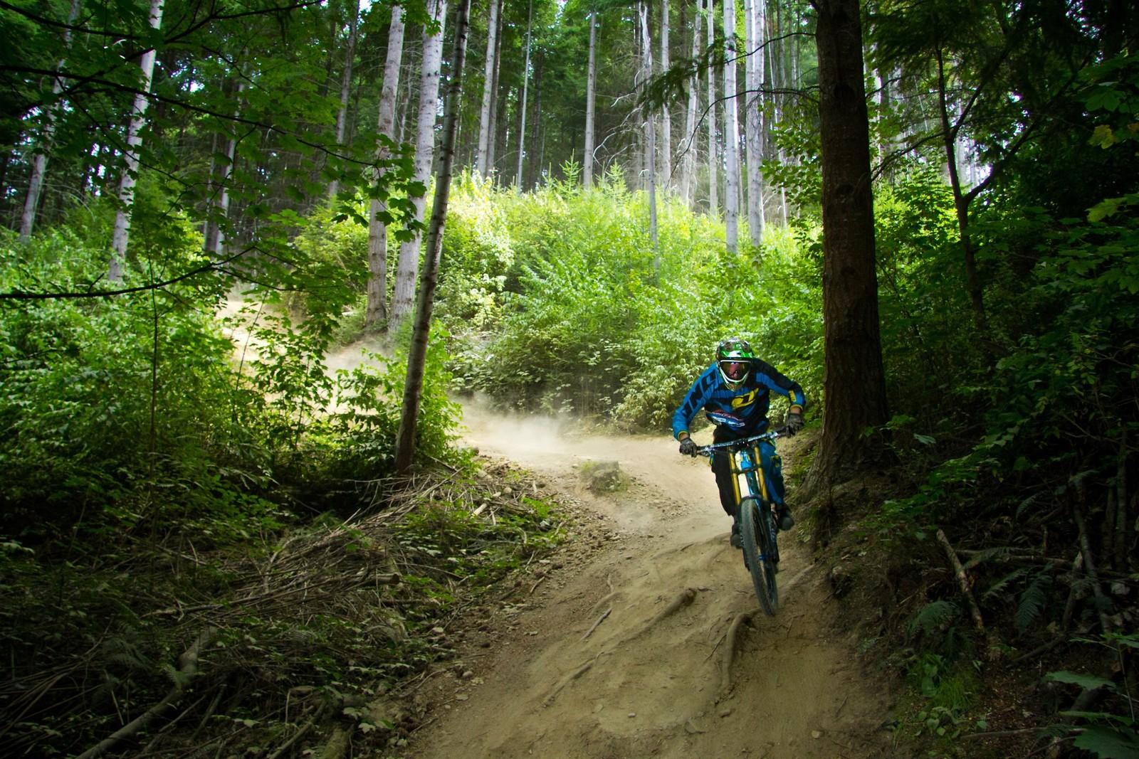 Single Track Sandwich - Banditdh - Mountain Biking Pictures - Vital MTB