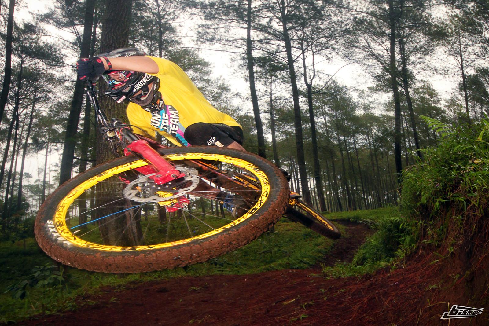 biz-scrubs-02MXX - bismojo - Mountain Biking Pictures - Vital MTB