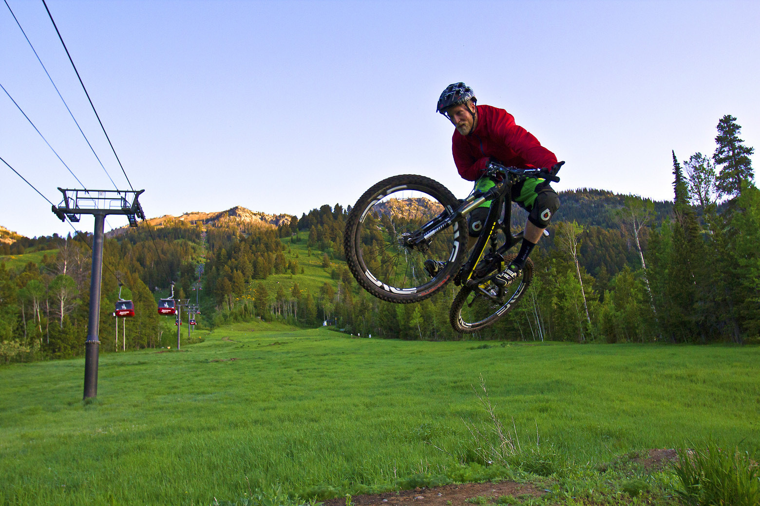 Andrew Whiteford enjoying the smooth flow on Bandit - jacksonholemountainresort - Mountain Biking Pictures - Vital MTB