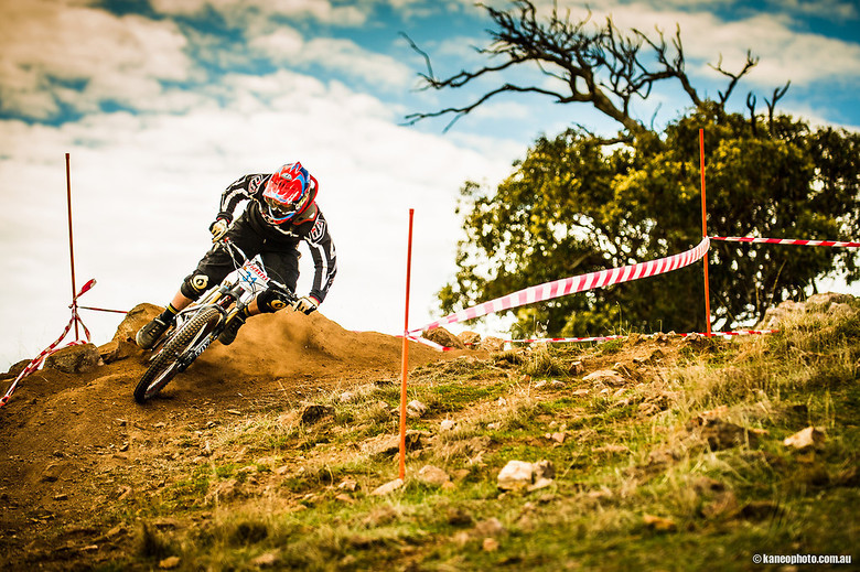 Loose corner at willunga dh - Jeffer.P - Mountain Biking Pictures - Vital MTB