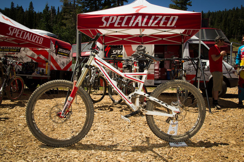 Specialized Status Rider Build - Five Pro GRT Bikes 2011 - Mountain Biking Pictures - Vital MTB