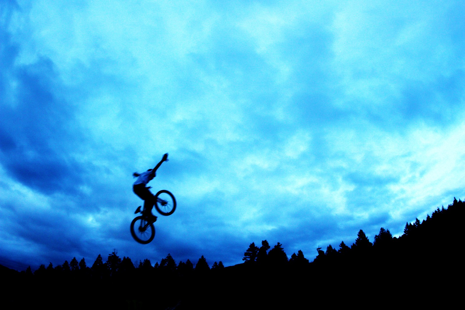 tuck no hander - Super T - Mountain Biking Pictures - Vital MTB