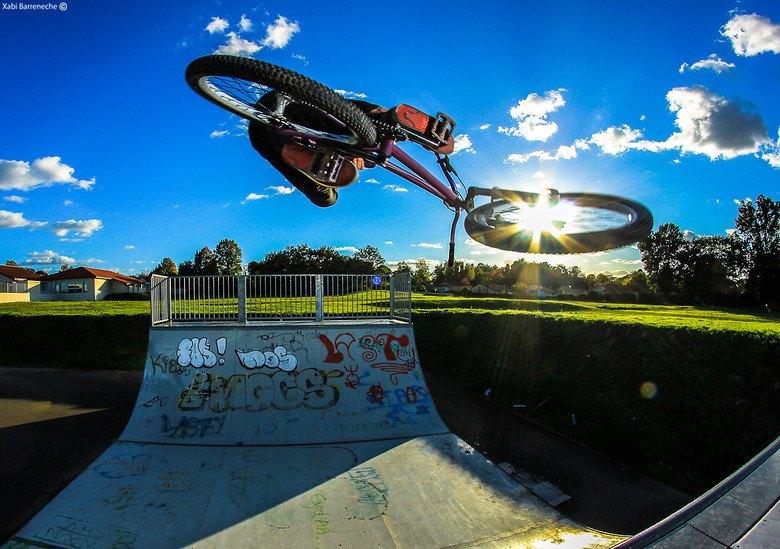Sun's wheel with Richard Fert - xabibarreneche - Mountain Biking Pictures - Vital MTB