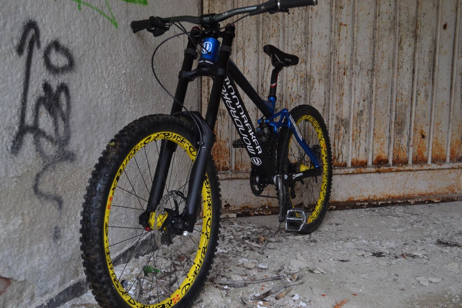 Mondraker summum custom paint job kixes 39 s bike check for Custom bicycle painting