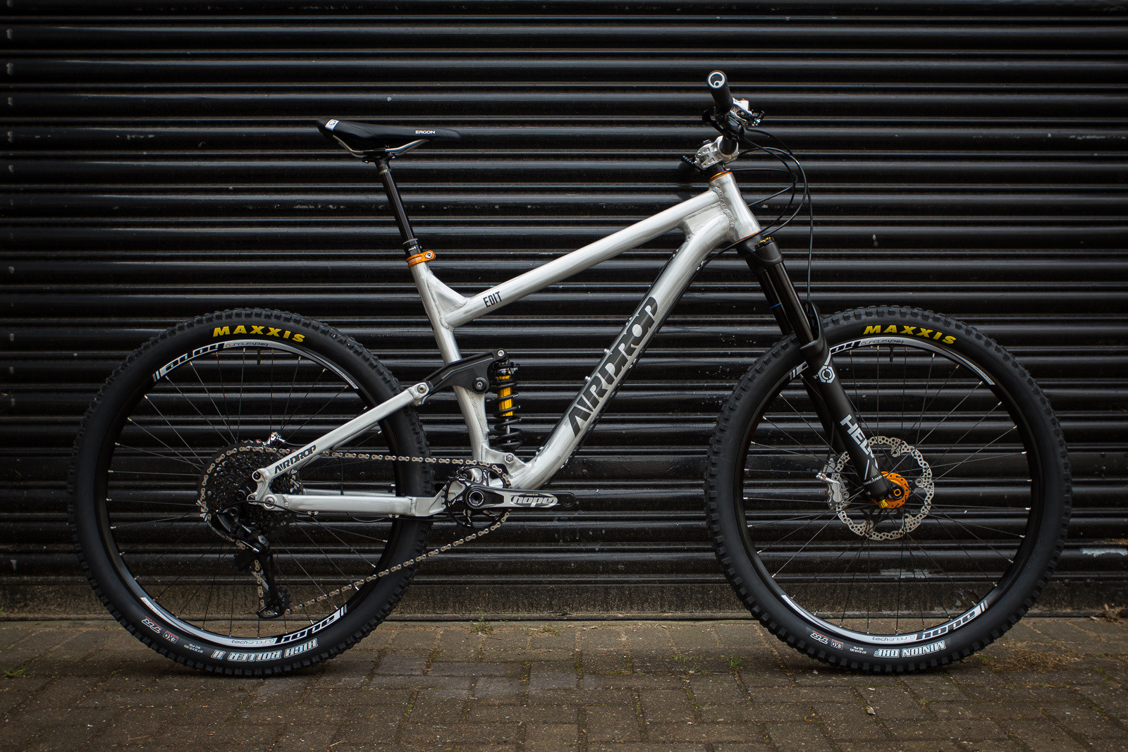 Tom's custom Airdrop Edit v2 with Cane Creek Helm, DBcoil IL, SRAM GX Eagle and Hope Technology finishing kit.