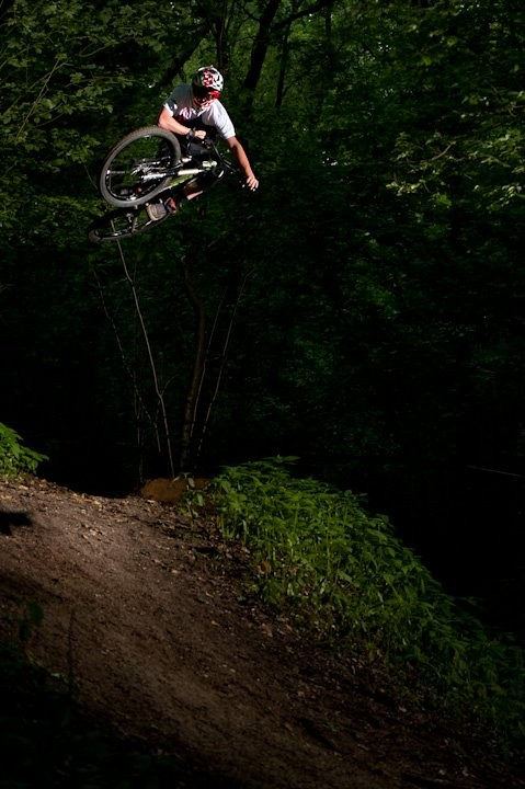 Table on the hip - Jean-dirt - Mountain Biking Pictures - Vital MTB