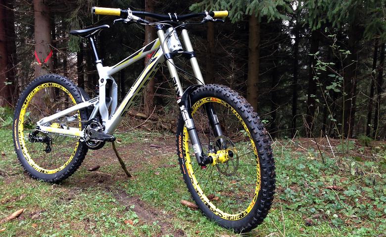 Bike: www.propain-bikes.com Components: www.sixpack-racing.com Racing-Team: www.bodenhaftung-racing.de