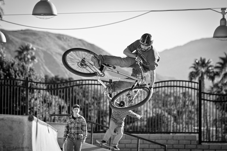 Skaters watchin Alvino - EdwardsEntertainment - Mountain Biking Pictures - Vital MTB