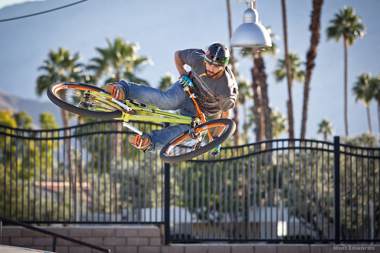 Air'n out the quarter pipe  - EdwardsEntertainment - Mountain Biking Pictures - Vital MTB