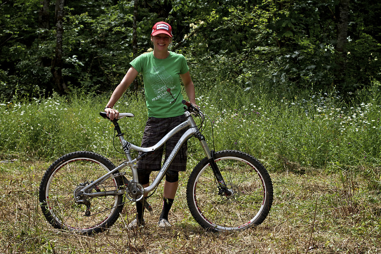 Lindsey Voreis with her Prototype Specialized at Oregon Enduro Series Hood River - corytepper.com - Mountain Biking Pictures - Vital MTB