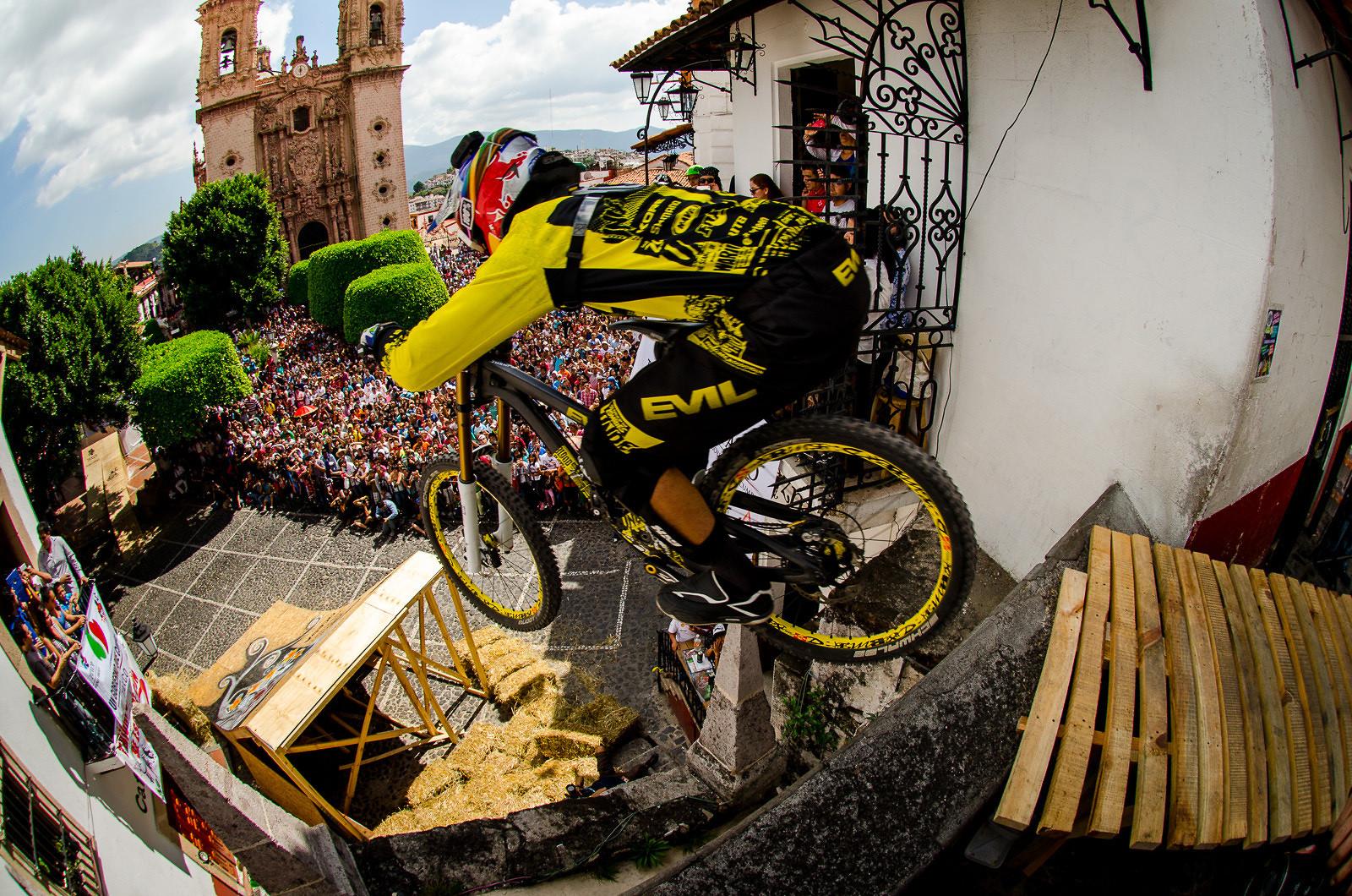 Drag Racing Helmets >> Filip Polc Taxco Urban Downhill in Mexico - jasonvelocity ...
