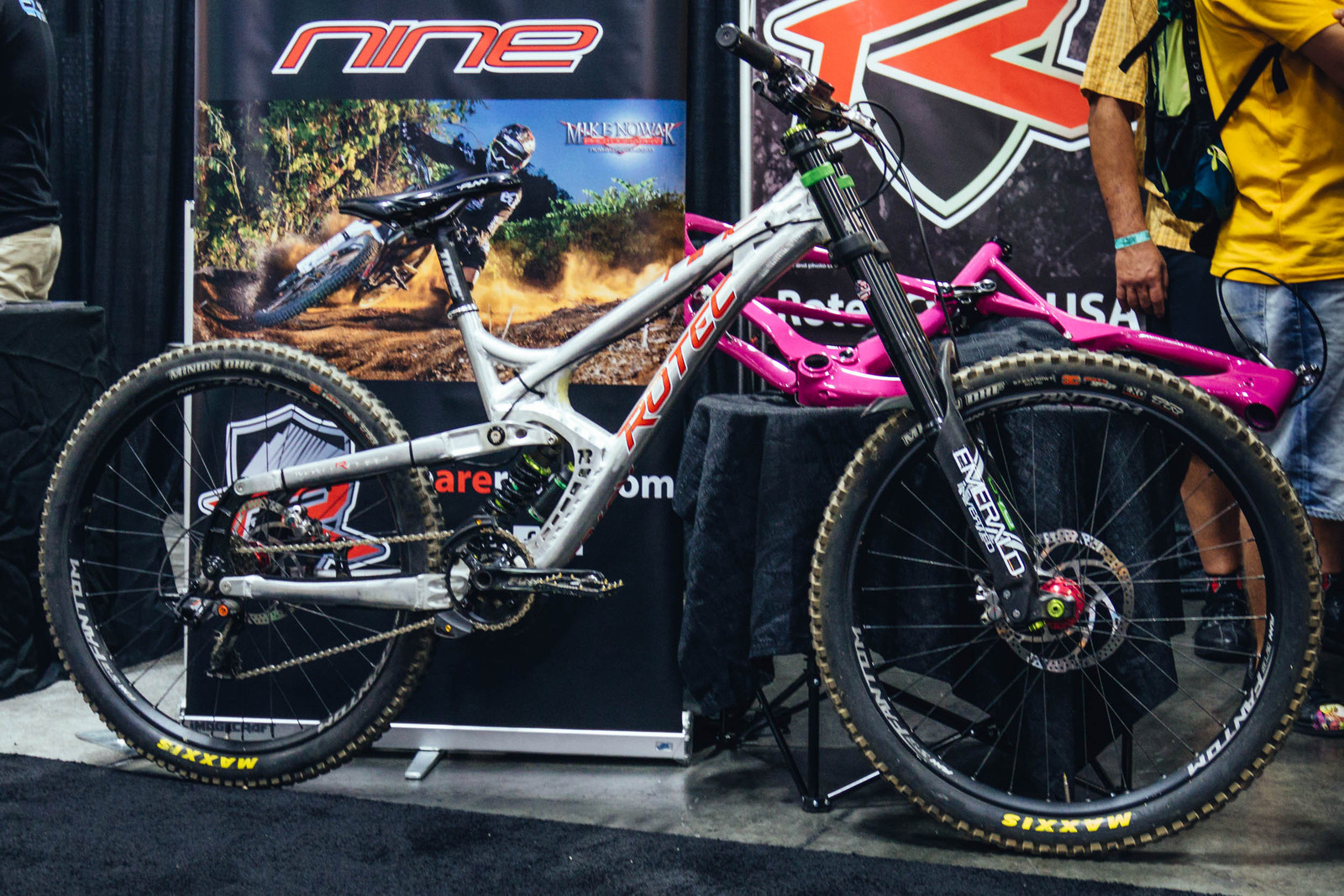 Concentric BB Pivot and Unique Suspension Design on Rotec's Nine and Twentynine DH Bikes