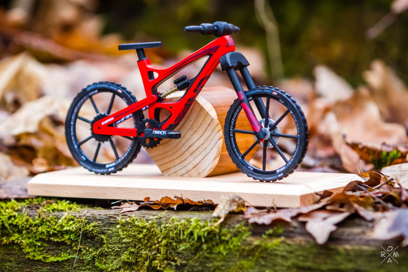 These Tiny Wooden Mountain Bikes Take Weeks to Create