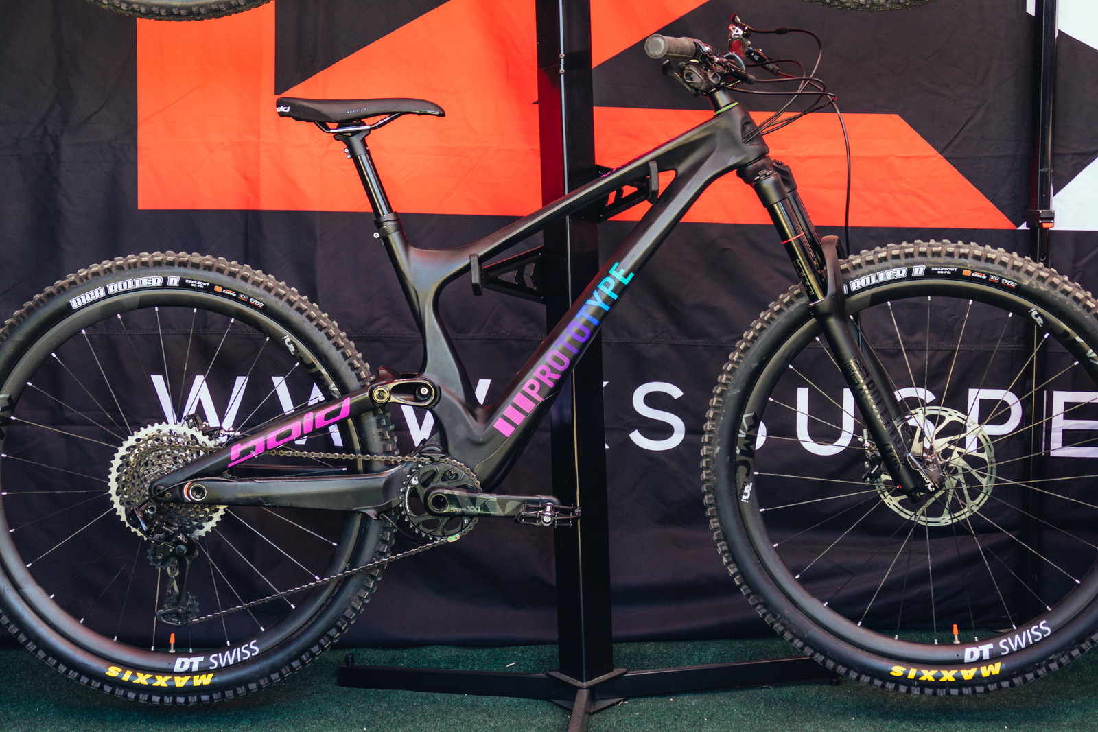 The Future of Droppers? KS Integrates Genesys Seatpost into Prototype Bold Frame - Sea Otter Classic