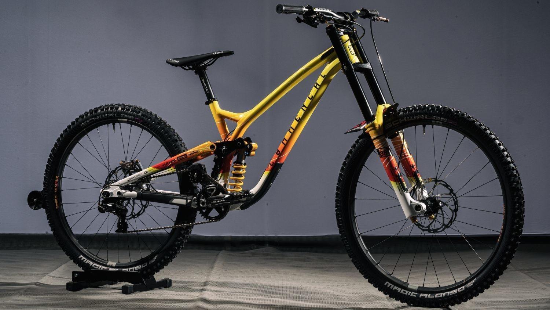 Bike Check - Angel Suarez's Custom SUPREME DH