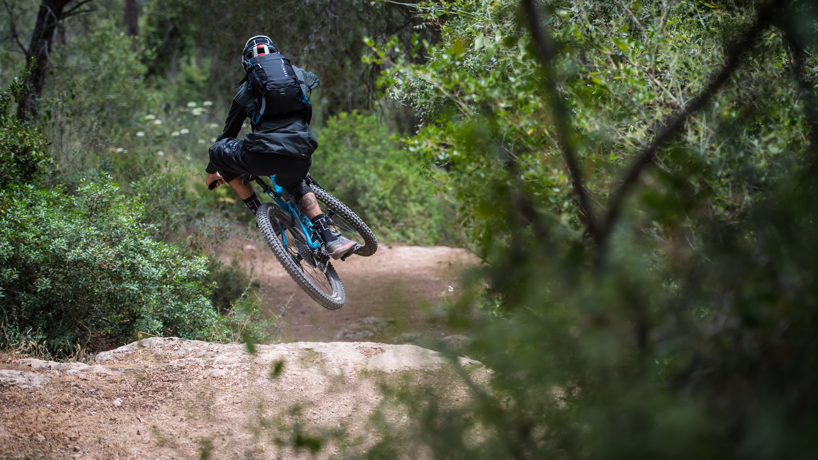 The New SOURCE Summit: a High Quality Hydration Backpack, Tailor-made for Mountain Bikers