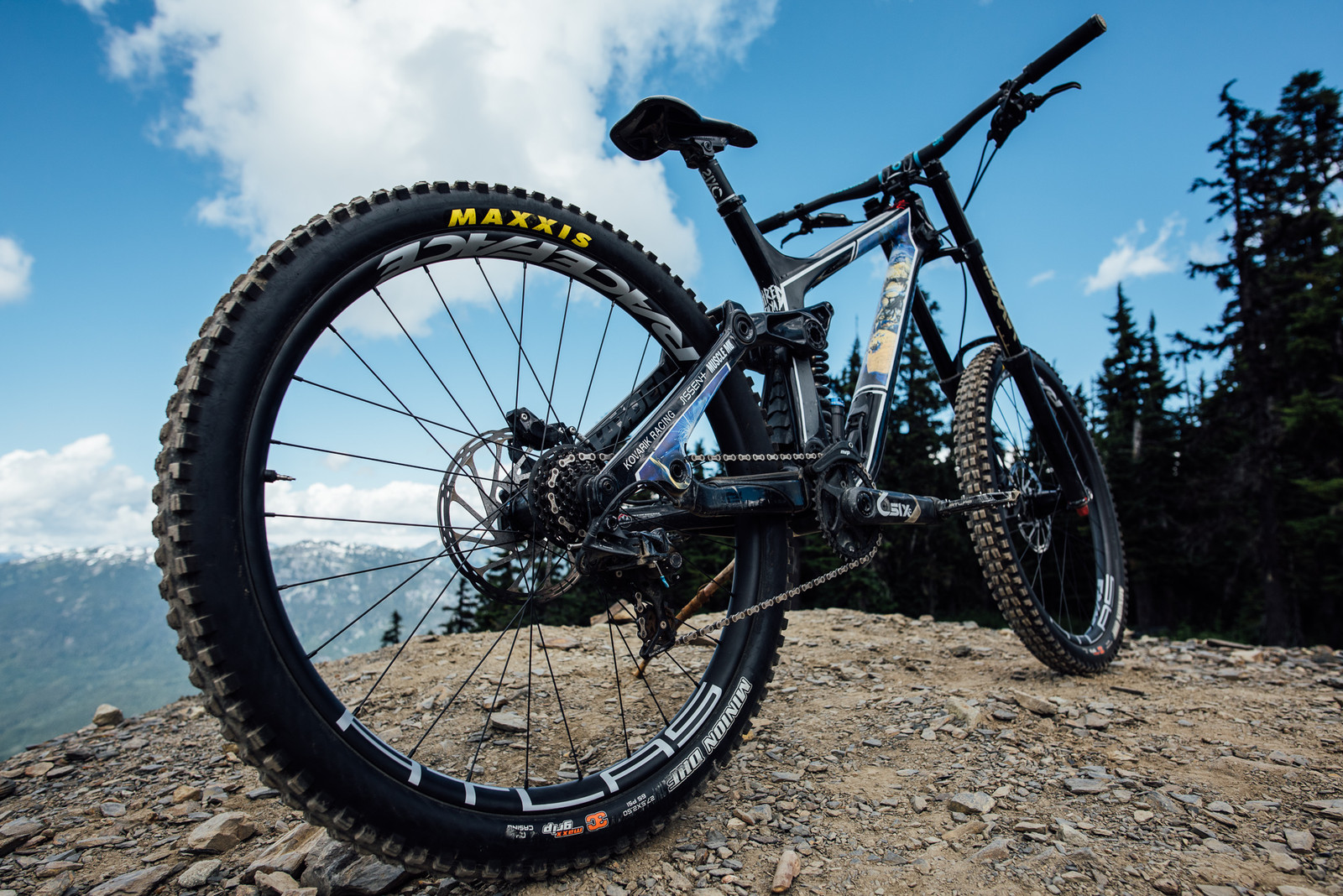 Dear Gravity - Race Face Atlas Wheelset and SixC 820mm Handlebar Launch