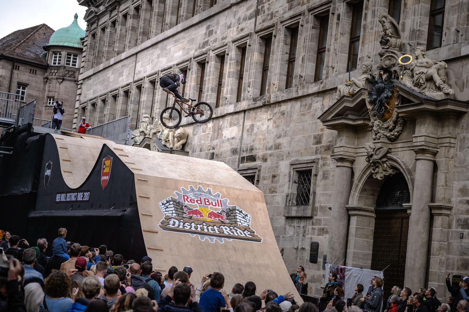"Red Bull District Ride: 360° Sensation & ""Matrix Super Slow-Motion"""