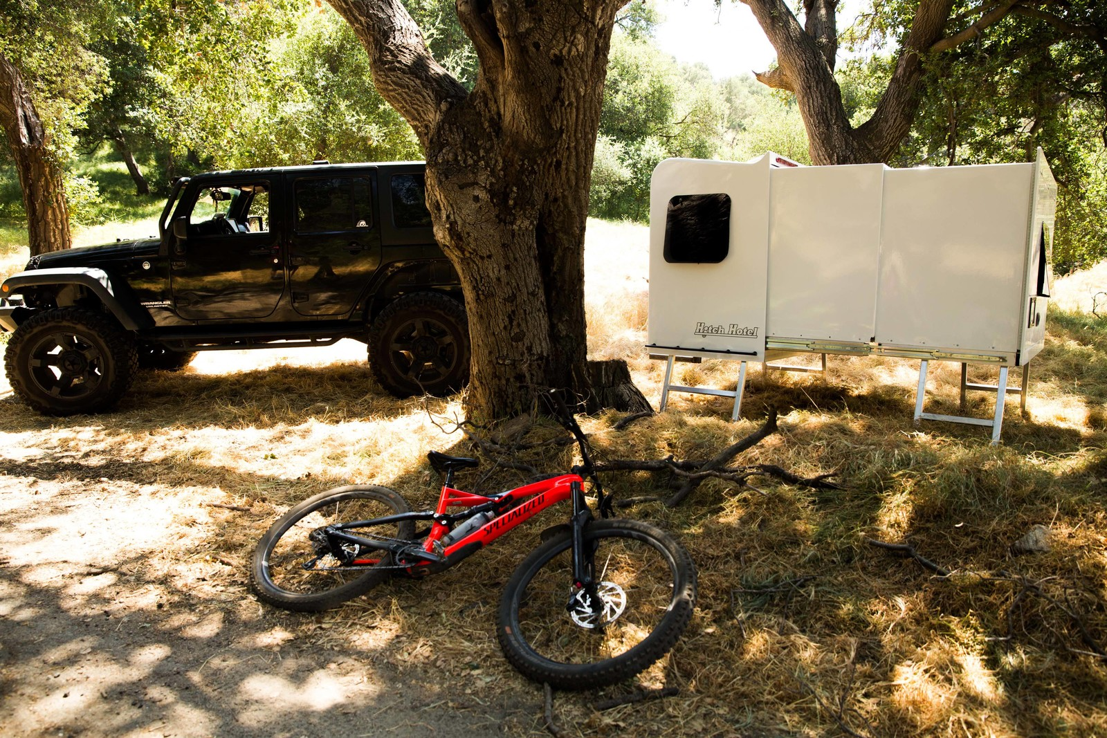 Hitch Hotel Inc. - The World's First Expandable, Wheel-less Trailer