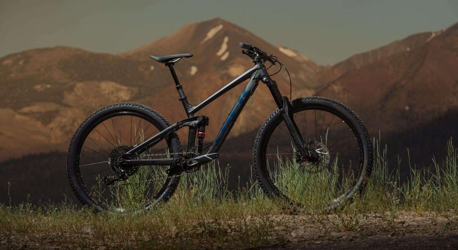 Trek Expands 29er Enduro Lineup With All-New Aluminum Slash 8