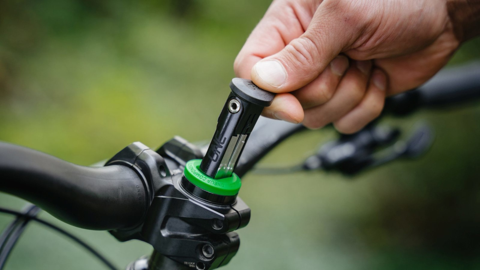 On-Bike Tool for Everybody: OneUp Launches EDC Lite