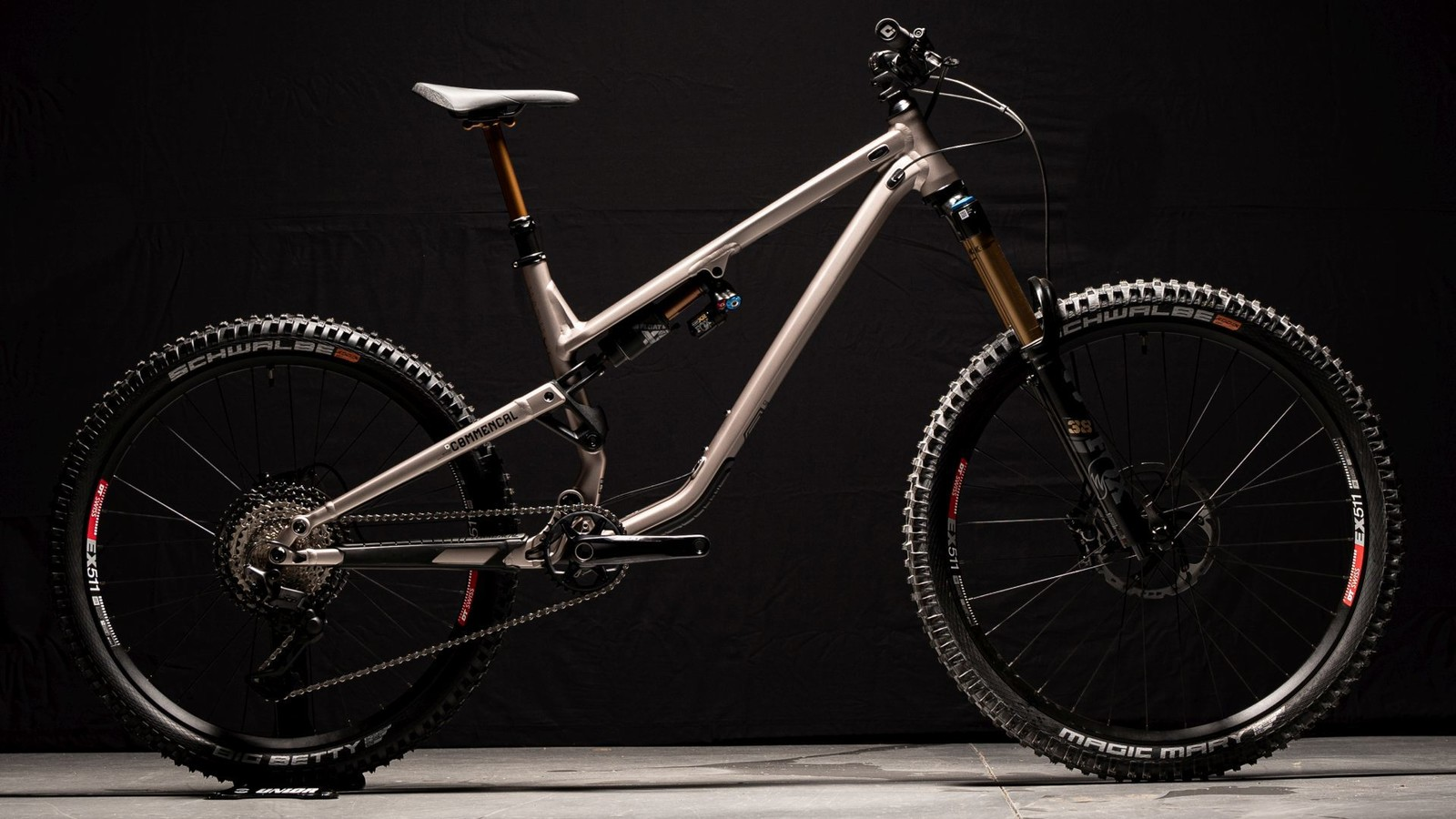 Commencal Launches MY22 Meta SX and Meta Power SX Mixed Wheel Builds