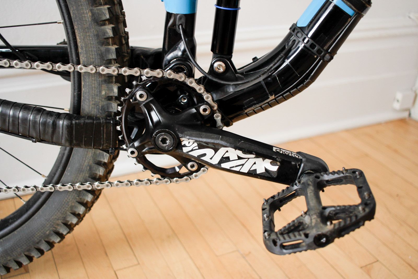 Durable and well-made oval chainring