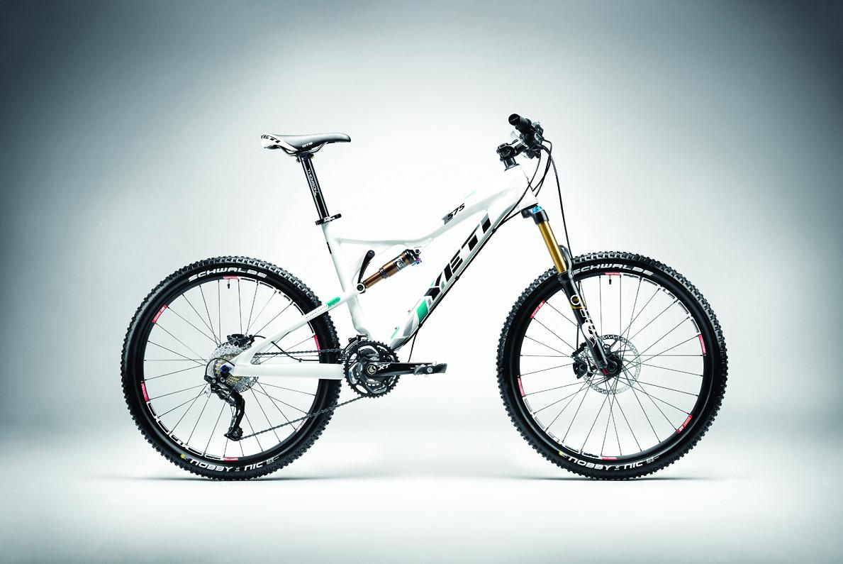 575 carbon race