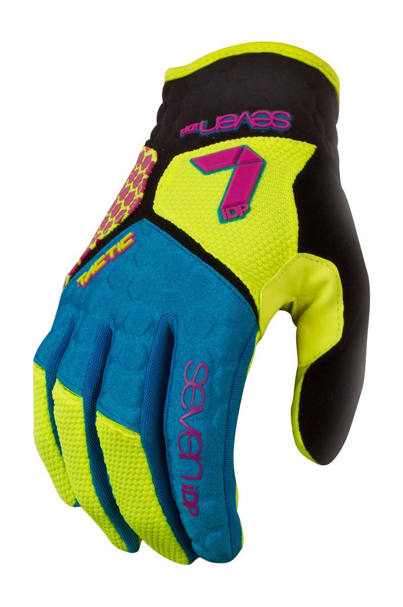 7iDP Gloves 2016_0008_Tactic CMYK