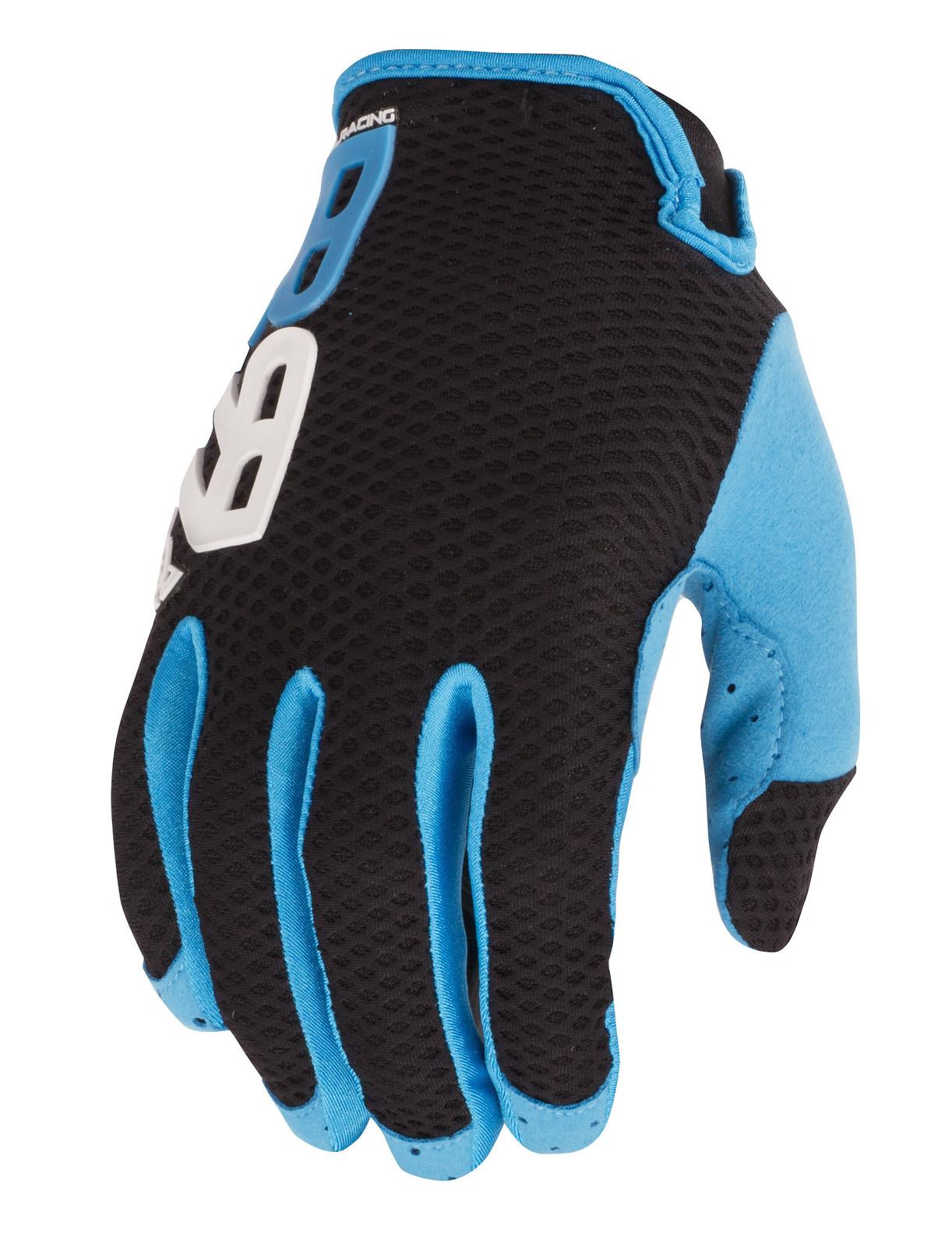 Royal_Racing_Quantum_Glove_2017_BLACK_BLUE