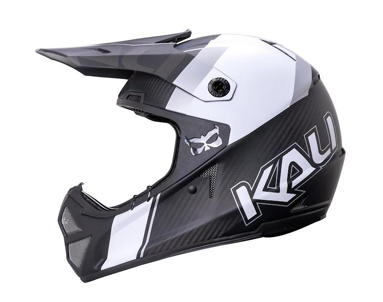 https://p.vitalmtb.com/photos/products/18676/photos/42857/s780_Kali_Shiva_2.0_Carbon_helmet_6.jpg?1552688765