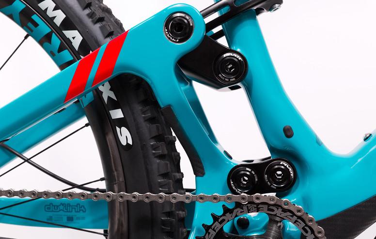 mach-6-carbon-details-4-949x600