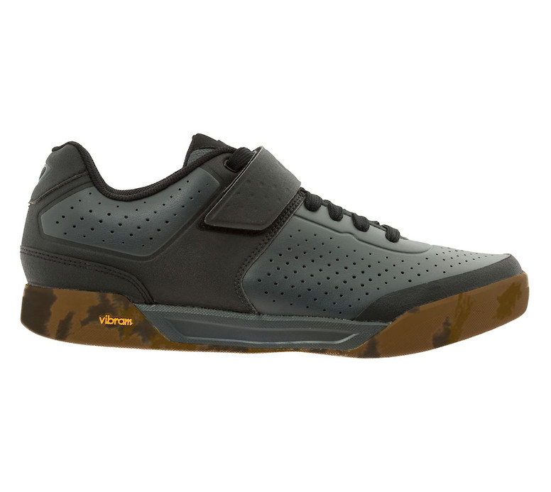 Giro Chamber II shoe in dark shadow-black